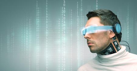 人、技術、未来と進歩 - 未来のメガネとマイクロ チップのインプラントまたはバイナリ システム コードを緑の背景の上のセンサーを持つ男 写真素材