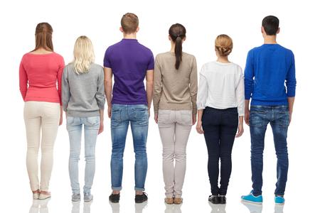 familie, geslacht, hoge en mensen concept - groep van mannen en vrouwen uit terug