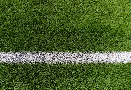 スポーツとゲームのコンセプト - 行と草サッカー フィールドのクローズ アップ