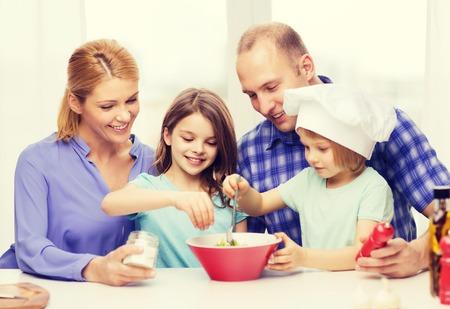 cocineros: comida, familia, hijos, la felicidad y el concepto de la gente - familia feliz con dos niños haciendo la cena en casa
