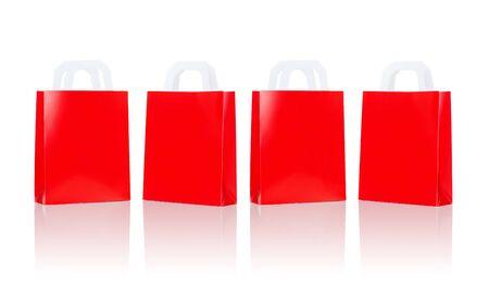 販売、消費、広告、小売コンセプト - 多くの空白の赤いショッピング バッグ