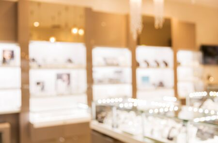 sale, consumerism, shopping and background concept - jewelry store blurred bokeh 免版税图像
