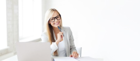 business and education concept - indoor picture of smiling woman with documents and pen Banque d'images