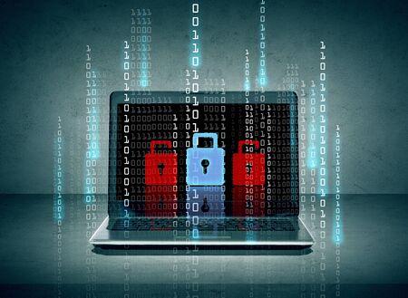 la technologie, la sécurité, la sécurité et le concept de l'électronique - ordinateur portable avec des icônes de verrouillage et les numéros de code binaire à l'écran