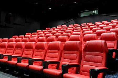 teatro: el entretenimiento y el concepto de ocio - sala de cine o auditorio del cine vac�o con asientos rojos