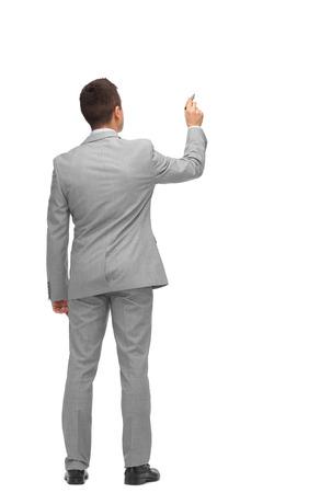 zaken, mensen, reclame, informatie en office concept - zakenman schrijven of tekenen iets denkbeeldige van achter Stockfoto