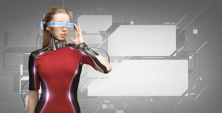 사람, 기술, 미래 및 진행 - 젊은 여자 미래의 안경 및 마이크로 칩 이식 또는 센서 가상 화면 회색 배경 위에 스톡 콘텐츠
