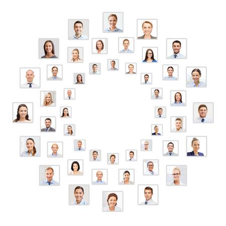 mucha gente: el concepto de éxito - muchos hombres de negocios retrato en el círculo Foto de archivo