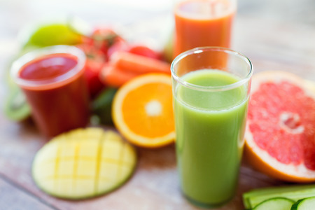 healthy eating, food and diet concept- close up of fresh juice glass and fruits on table Archivio Fotografico