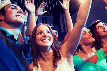 Resultado de imagen para amigos en un concierto