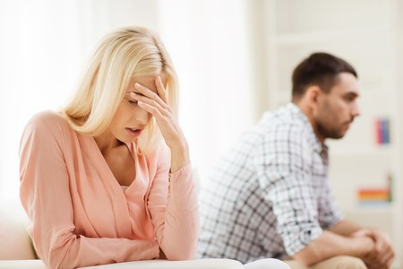 difficulties: people, relationship difficulties, conflict and family concept - unhappy couple having argument at home Stock Photo