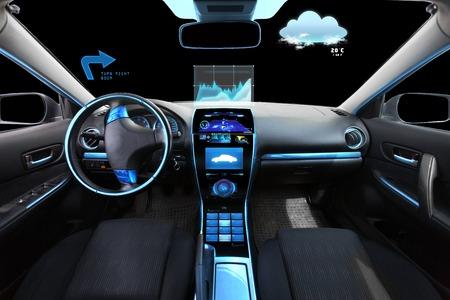technology: i trasporti, la destinazione e la tecnologia moderna concept - Salone di auto con sistema di navigazione sul cruscotto e meteo sensore sul parabrezza