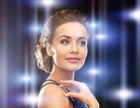 close-up van mooie vrouw in avondjurk Stockfoto