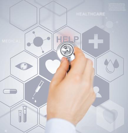 ヘルスケア: ヘルスケア、医療、将来の技術コンセプト - 男性医師の聴診器と仮想スクリーン