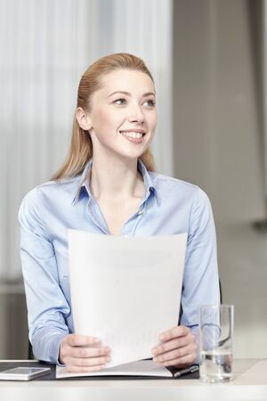 papeles oficina: business and people concept - smiling woman holding papers in office