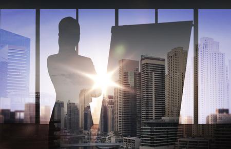 비즈니스, 전략, 계획 및 사람들이 개념 - 이중 노출 사무실 및 도시 배경 위에 플립과 여자의 실루엣 스톡 콘텐츠
