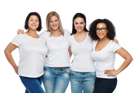 donne obese: friendship, diverse, body positive and people concept - group of happy different size women in white t-shirts hugging Archivio Fotografico