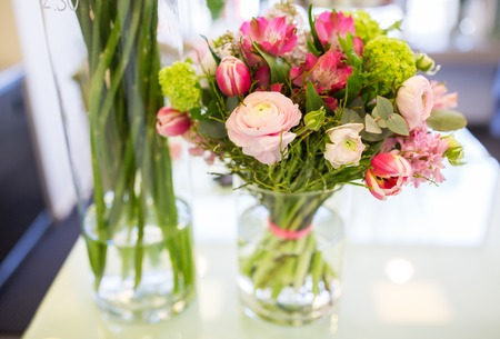 gardening, floristry, sale, holidays and flora concept - close up of bunch in vase at flower shop Banco de Imagens - 61823422