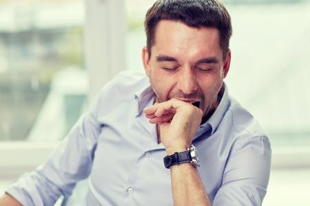 人と疲労のコンセプト - あくび疲れた男自宅やオフィス 写真素材