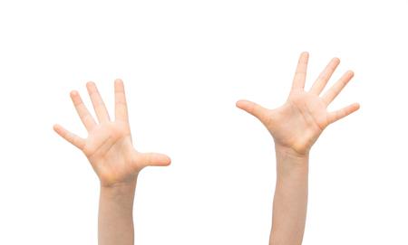 mensen, jeugd, gebaar en lichaamsdelen concept - close-up van klein kind opgeheven handen omhoog