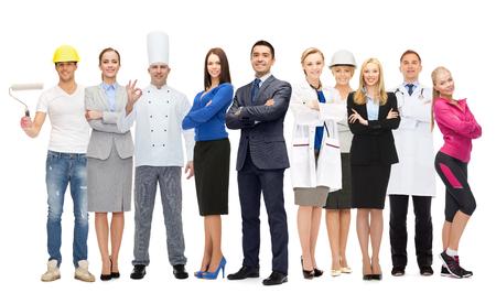 profesiones: personas, profesión, calificación, el empleo y el concepto de éxito - hombre de negocios feliz sobre diferentes grupos de trabajadores profesionales