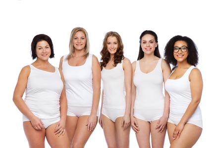 poses de modelos: friendship, beauty, body positive and people concept - group of happy women different in white underwear