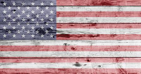 独立記念日と愛国心コンセプト - 木製のテクスチャに描かれたアメリカの国旗
