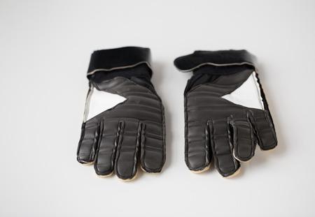 portero de futbol: sport, football and sports equipment concept - close up of soccer goalkeeper gloves