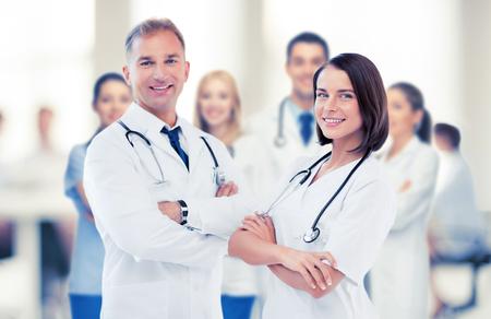 健康・医療コンセプト - 2 つの若い魅力的な医師の画像