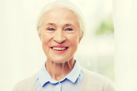 persona mayor: age and people concept - happy smiling senior woman face at home