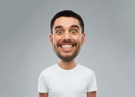 uomo felice: expression and people concept - smiling man with funny face over gray background (cartoon style character with big head)