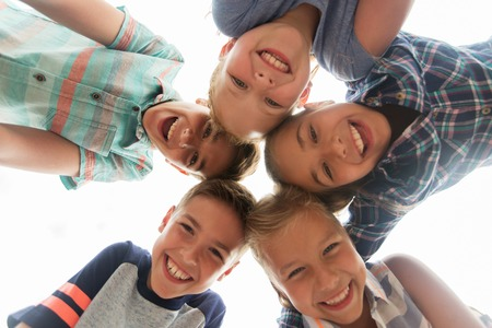 girotondo bambini: childhood, leisure, friendship and people concept - group of smiling happy children faces in circle