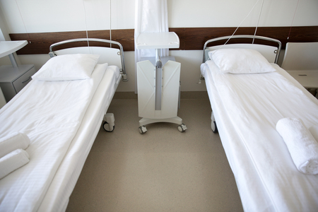 sickroom: healthcare, medicine and ambulatory concept - hospital ward with clean empty beds
