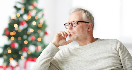 arbol de problemas: old age, holidays, problem and people concept - senior man in glasses thinking at home over christmas tree background