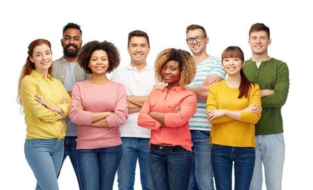 grupo de hombres: la diversidad, la raza, la etnia y la gente concepto - grupo internacional de hombres y mujeres felices sonriendo sobre blanco Foto de archivo