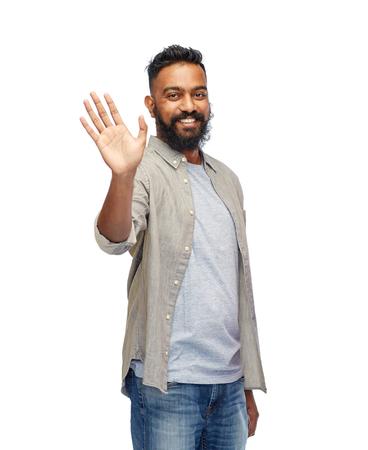 viso uomo: volto di felice sorridente uomo agitando la mano su bianco