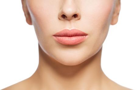 la boca: Primer plano de la cara de la mujer y los labios