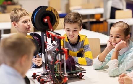 happy children with 3d printer at robotics school Imagens