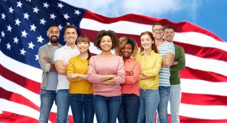 grupo internacional de las personas mayores de la bandera americana Foto de archivo
