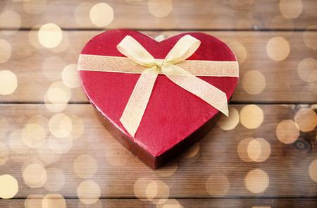 uprzejmości: close up of heart shaped gift box on wood