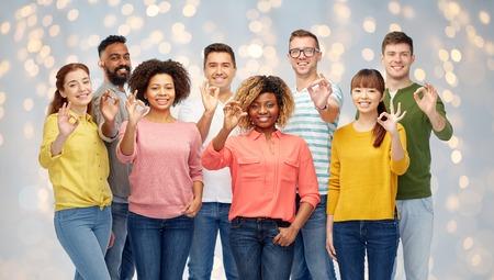 grupo de hombres: Diversidad, raza, etnicidad, gente, concepto, -, internacional, grupo, feliz, sonriente, hombres, mujeres, actuación,