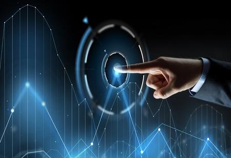비즈니스, 사람과 기술 개념 - 검정 배경 위에 가상 스크린 프로젝션에 차트를 가리키는 사업가 손의 까이 서 스톡 콘텐츠