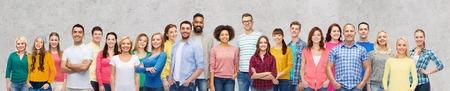 Internationale groep van gelukkige lachende mensen Stockfoto - 74776684