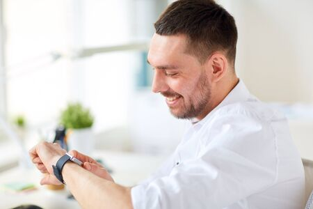 puntualidad: close up of businessman with smartwatch at office