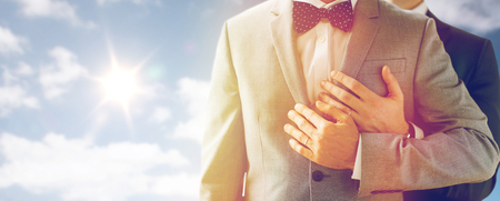 close up of male gay couple with wedding rings on Banque d'images