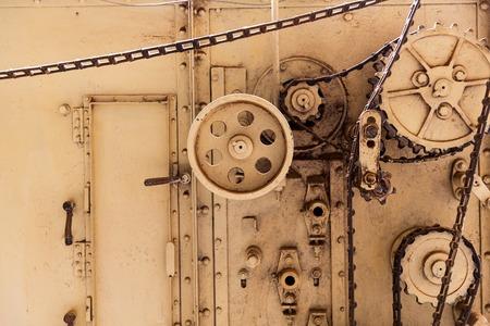 ingenieria industrial: Mecanismo de la máquina de cosecha en la antigua fábrica abandonada Foto de archivo