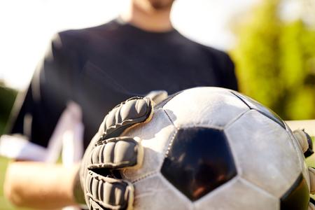 Close-up van doelman met bal voetbal spelen Stockfoto - 76888148