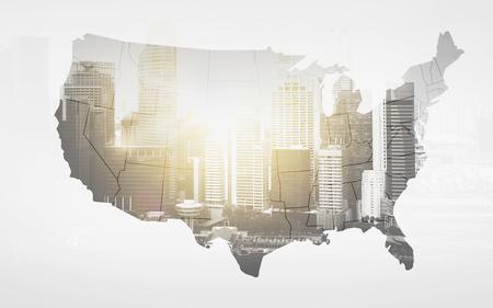 経済とビジネス コンセプト - アメリカ合衆国の白い背景の上の都市のマップ 写真素材