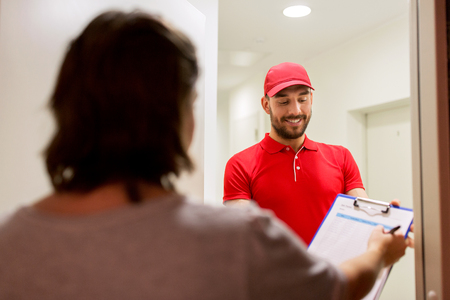 addressee: deliveryman with clipboard at customer home Stock Photo