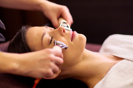 lymphatic drainage therapy: woman having hydradermie facial treatment in spa Stock Photo
